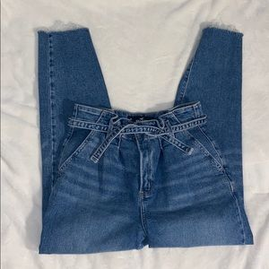 Hollister Ultra High-Rise Mom Jeans